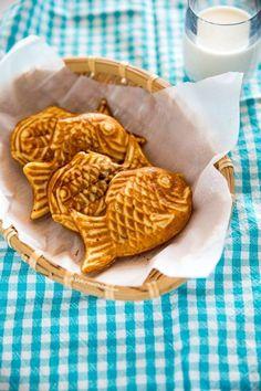 Bungeoppang (Korean Fish Shaped Pastry) - My Korean Kitchen Pastry Recipes, Dessert Recipes, Cooking Recipes, Korean Street Food, Korean Food, Asian Desserts, Asian Recipes, Alcoholic Desserts, Korean Kitchen