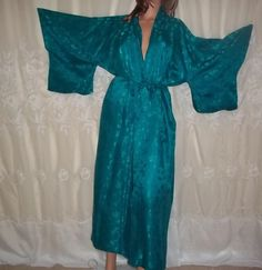 Vintage Kimono Imperial Fashion 100% Silk Made in Hong Kong Hand Stitched Turquo