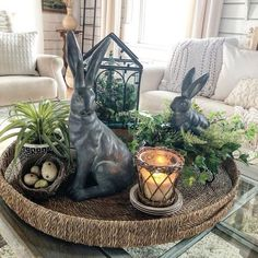 Beautiful Easter Table Centerpieces Home Decoration Ideas - Page 41 of 44 - Kornelia Beauty Easter Table Decorations, Decoration Table, Easter Decor, Easter Ideas, Tray Decor, Easter Centerpiece, Decoration Restaurant, Seasonal Decor, Holiday Decor