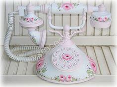 Vintage Phones, Vintage Telephone, Cottage Style Decor, Cottage Chic, Antique Phone, Rose Of Sharon, Magical Jewelry, Boudoir, Unique Doors