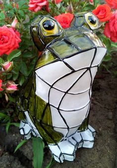 Solar Garden Frog Statue Light with Stained Glass Effect
