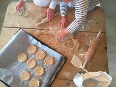 Med barn i huset er det et stadig ønske om noe søtt. Sunne og gode alternativer er derfor kjærkomne. Disse Kornmo kjeksene har bare 7 ingredienser.