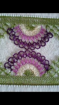 This Pin was discovered by Fil Needle Tatting, Tatting Lace, Needle Lace, Bead Crochet, Crochet Earrings, Knitting Patterns, Crochet Patterns, Lace Art, Creative Embroidery