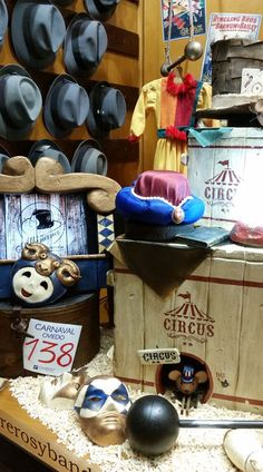 "Escaparate de Sombrerería Albiñana. Un ""Circo de Sombreros"" Bottle Opener, Carnival, World, Oviedo, Shop Displays, Sombreros, Tents"