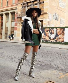 Snakeskin Outfits and Accessories To Get You Into This Bold Print - Style in the Way Edgy Outfits, Cute Outfits, Fashion Outfits, Womens Fashion, Fashion Trends, Fashion Fashion, Fashion Ideas, Vintage Fashion, Looks Street Style