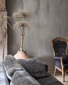 Het Moonhuis: Haal de herfst in huis What is that? A giant dandelion? Wabi Sabi, Living Room Sofa, Living Room Decor, Living Spaces, Mad About The House, Interior Decorating, Interior Design, Zen Decorating, Home And Deco