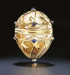A JEWELLED GOLD-MOUNTED HARDSTONE EGG BY FABERGÉ AND WITH THE WORKMASTER'S INITIALS OF GABRIEL NIUKKANEN, ST. PETERSBURG, CIRCA 1890,