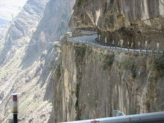 A dangerous road in Kinnaur District, Himachal Pradesh Road Painting, Dangerous Roads, Highway Road, Scary Places, Hill Station, Winding Road, Exotic Places, Nature Pictures, Far Away