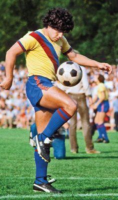 Best Football Players, Football Is Life, Retro Football, Football Boys, Soccer Players, Fc Barcelona, Maradona Football, Diego Armando, Legends Football