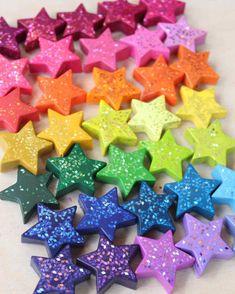 DIY star shaped crayons from old broken crayons and glitter Crayons Fondus, Making Crayons, Broken Crayons, Melted Crayons, Crayon Letter, Crayon Art, Crayon Ideas, Summer Crafts, Fun Crafts