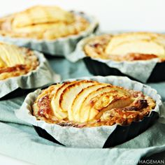 Easy apple tarts with puff pastry, mascarpone and gingerbread spices - StudioKOOK Tarte Fine, Gluten Free Snacks, Pie Dessert, Savoury Cake, High Tea, Tasty Dishes, Clean Eating Snacks, Food Inspiration, Sweet Recipes