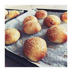 Pains Hamburger - Buns Hamburger Buns, Pains, Bread, Food, Lawyer, Chocolates, Recipes, Burger Buns, Breads