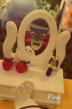 Snow White Birthday Party Ideas | Photo 1 of 18 | Catch My Party