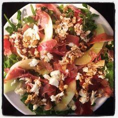 Salade parmaham, walnoten, geitenkaas, meloen en basilicum dressing.