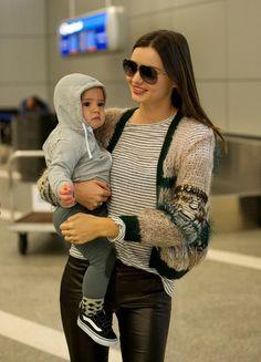 Chic mama Miranda Kerr works it in leather pants #mirandakerr