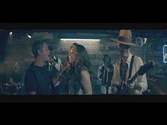 No Soy Una De Esas feat. Alejandro Sanz Directed by Mark Klasfeld Letra: Sin prisa y con media sonrisa llegaste agitado a aquél bar Cruzamos miradas y como s...