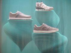 camper calzado 1024x768 Reformas de tiendas con mucha textura y poco color