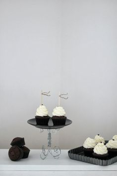 ... dark chocolate cupcakes ...