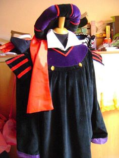 Frollo The Hunchback of Notre Dame Disney costume by liliemorhiril Costume Hats, Cosplay Costumes, Lord Farquaad Costume, Frollo Disney, Notre Dame Disney, Disney Costumes, Cloak, Velvet, Fabric