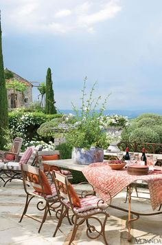 outdoor dining, Provence , France