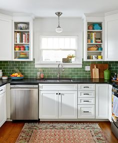 I like the white cabinets, green glass backsplash and dark counter top. Combo would look good with your new green dinning chairs! Apartment Kitchen, Kitchen Interior, New Kitchen, Kitchen Design, Kitchen Tile Designs, Bungalow Kitchen, Stylish Kitchen, Interior Modern, Green Tile Backsplash