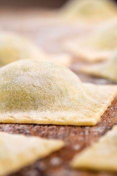 How to make Homemade Ravioli at home Most Popular Recipes, Amazing Recipes, Favorite Recipes, Homemade Ravioli, Ravioli Recipe, Make Your Own Pasta, Superfood Recipes, Good Food, Yummy Food