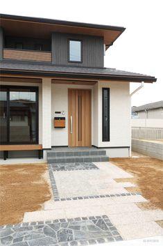 倉敷市-Kurashiki city- H様邸 Garage Doors, Outdoor Decor, Home Decor, Decoration Home, Room Decor, Home Interior Design, Carriage Doors, Home Decoration, Interior Design