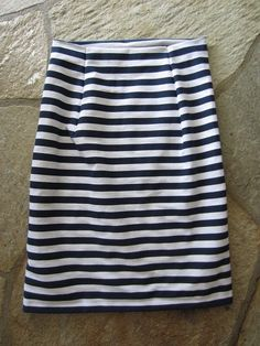 I think I can make this with a non-knit fabric…… DIY Pencil Skirt! I think I can make this with a non-knit fabric… Welcome to the gOOd life: navy blue & white striped skirt DIY – Alles zum Nähen Diy Clothing, Sewing Clothes, Sewing Coat, Skirt Sewing, Diy Pencil, White Pencil, Moda Mania, Sewing Hacks, Sewing Projects
