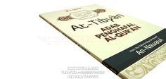 Buku Islam Adab Penghafal Al-Qur'an - Buku ini menerangkan tentang adab-adab apa saja yang di haruskan ketika menghafal alquran seperti keutamaan pembaca dan penghafal alquran, keutamaan qiraah dan ahluqiraah, Adab pengajar dan pelajar Alquran, dan masih banyak lagi.   Rp. 40.000,-  Hubungi: +6281567989028  Invite: BB: 7D2FB160 email: store@nikimura.com  #bukuislam #tokomuslim #tokobukuislam #readystock #tokobukuonline #bestseller #Yogyakarta #adabpenghafal
