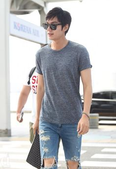 Lee Min-ho departed for China on the 28th for a clothing brand photo shoot.
