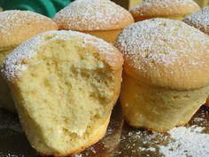 Una receta francesa: Magdeleines de almendra , que he versionado a mi manera, con almendritas, unos bizcochitos esponojosos y con un sabor,...