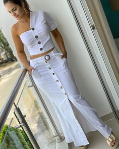 Cute two piece casual summer outfit. Classy Outfits, Chic Outfits, Fashion Outfits, Dress Fashion, African Fashion Dresses, White Fashion, Skirt Outfits, Blouse Designs, Designer Dresses