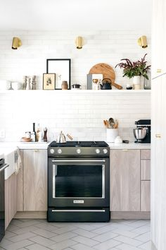 modern LA kitchen of blogger Anne Sage. / sfgirlbybay