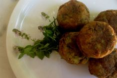 Zucchini balls, just delicious! Greek Beauty, Hors D'oeuvres, Greek Recipes, Baked Potato, Zucchini, Appetizers, Baking, Breakfast, Ethnic Recipes