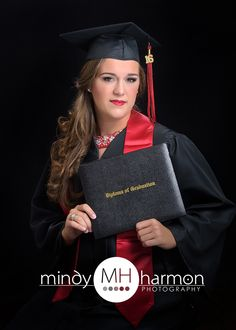 Traditional Cap and Gown picture for Kimberlynn! #mindyharmonphotography #mhfabulousseniors