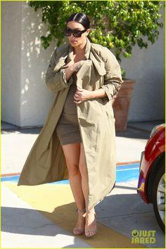 Kim Kardashian Talks to Kourtney About Scott Disick in New 'Keeping Up With the Kardashians' Clip - Watch Now! | kim kardashian pregnant kanye west movies 04 - Photo