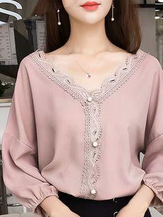 Patchwork Plain Blouses Source by wilgerjovy blouses classy Blouse Styles, Blouse Designs, Hijab Fashion, Fashion Dresses, Fancy Dress Design, Iranian Women Fashion, Blouses For Women, Women's Blouses, Couture