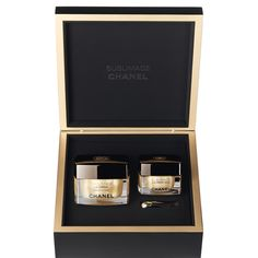 Features: The ultimate skincare experience in a keepsake black-lacquered box. The limited-edition SUBLIMAGE set features complete anti-aging care for face and e Chanel Gift Sets, Chanel Sublimage, Makeup 2018, Ysl Beauty, High End Makeup, Eye Contour, Makeup Primer, Perfect Skin, Dark Circles
