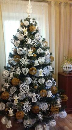 Crochet Christmas Decorations, Crochet Christmas Ornaments, Christmas Crochet Patterns, Crochet Snowflakes, Christmas Knitting, Handmade Christmas, Christmas Wreaths, Christmas Crafts, Theme Noel