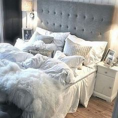 Grau-blaues Schlafzimmer for the win! And this bed ! Gray-blue bedroom for the win! Dream Rooms, Dream Bedroom, Pretty Bedroom, Bedroom Inspo, Bedroom Decor, Bedroom Ideas, Bedroom Bed, Bedroom Designs, Teen Bedroom