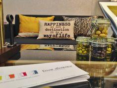 """""""Le Bonheur n'est pas une destination, c'est une manière de vivre."""" Coussin """"Life style"""" à découvrir sur notre stand et dans notre magasin Place de la Victoire à Clermont-Ferrand."""