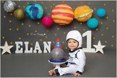 Outer Space Smash cake, astronaut First birthday planetary theme Dinasour Birthday, Baby E, Baby Boys, Space Theme, Cake Smash, Cake Pops, Kid Spaces, 1st Birthday Parties, Happy Birthday