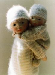 Very Steiner. Thank you Gabrielle, just gorgeous. Dollhouse Dolls, Miniature Dolls, Doll Toys, Baby Dolls, New Dolls, Little Doll, Waldorf Dolls, Wooden Dolls, Knitted Dolls