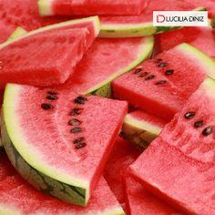 Sabia que a melancia pode te ajudar a emagrecer, eliminar o inchaço e combater infeção urinária?  Veja como http://luciliadiniz.com/rins-a-mil/