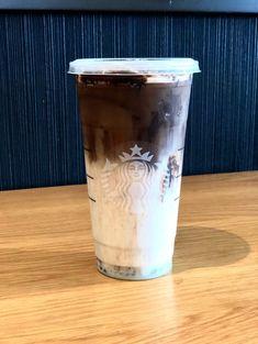 Mocha Recipe Starbucks, Starbucks Fall Drinks, Cold Coffee Drinks, Starbucks Secret Menu Drinks, Starbucks Caramel, Starbucks Coffee, Iced Mocha Coffee, Iced White Chocolate Mocha, Mocha Drink