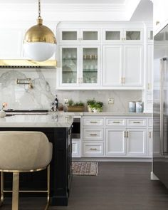 Transitional kitchen design completed with a white wood range hood and brass trim on a cooktop design that includes a gold swing arm pot filler and marble backsplash. Kitchen Styling, Kitchen Decor, Design Kitchen, Kitchen Hoods, Open Kitchen, Transitional Kitchen, Cuisines Design, Küchen Design, Black Kitchens