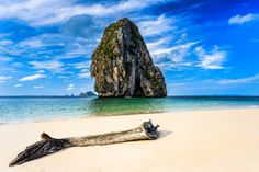 Krabi is the most relaxing part to be in all of Thailand, it is a province that has the most stunning scenery imaginable, beautiful white beaches that stretch on for miles, a jungle and over 200 islands just of the coast. Krabi covers quite a large area so a lot of the attractions require a fair bit