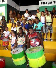The kids of AfroReggae perform for Tichina Arnold in the favela of Vigário Geral in Rio de Janeiro #AfroReggae #TichinaArnold #TodoMundoOdeiaoChris #EverybodyHatesChris #Rochelle #Brazil #VigarioGeral