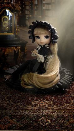Victorique Pullip on the floor at the library.