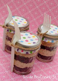 Oreo Coffee Cake in a Jar - Inside BruCrew Life